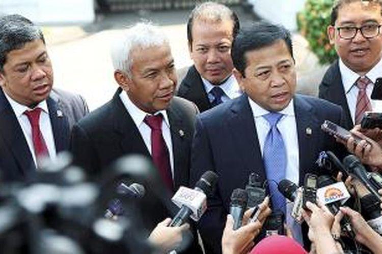 Pimpinan DPR, (depan kiri ke kanan) Agus Hermanto , Setyo Novanto, Taufik Kurniawan,  Fadli Zon usai bertemu dengan Presiden Joko Widodo di Istana Merdeka, Kamis (5/11/2015). salah satu isi pembicaraan dalam pertemuan tersebut adalah APBN 2016.
