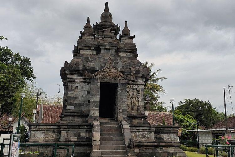 Candi Pawon di Magelang, Jawa Tengah menyimpan berbagai cerita pada relief-reliefnya. Salah satu ceritanya adalah cerita Kinara-Kinari.