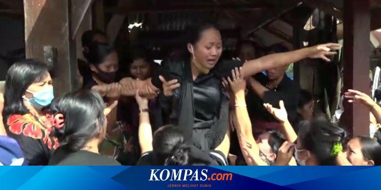 Isak Tangis Sambut Jenazah 2 Guru yang Ditembak KK
