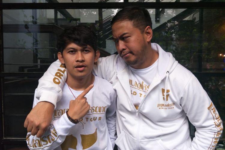 Indra Jegel (kiri) dan Pandji Pragiwaksono ditemui dalam sebuah acara di kawasan Senopati, Jakarta Selatan,  Selasa (24/7/2018).