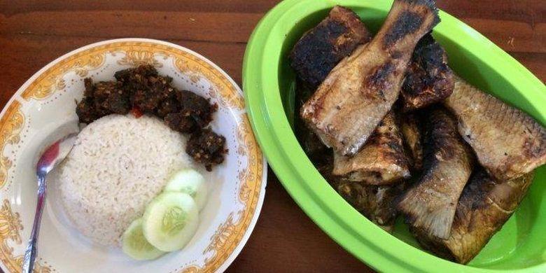 nasi santan dan ikan bakar