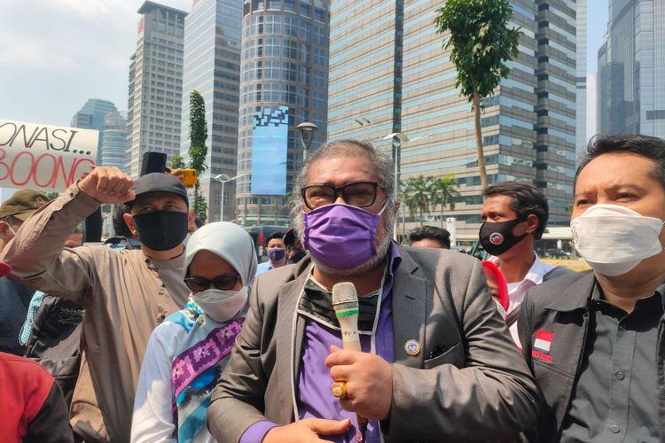 Ketua Komisi Nasional Perlindungan Anak (Komnas PA) Arits Merdeka Sirait ketika diwawancarai di depan Gedung Kementerian Pendidikan dan Kebudayaan (Kemendikbud), Senin (29/6/2020)