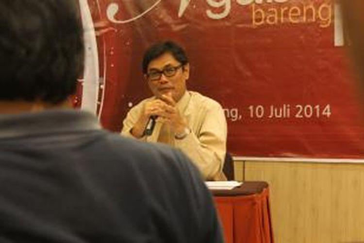 Ketua OJK Regional IV Jateng-DIY, Y Santoso Wibowo menyampaikan kewajiban kepada Lembaga Jasa Keuangan untuk menyediakan customer servise, Kamis (10/7/21014) petang.