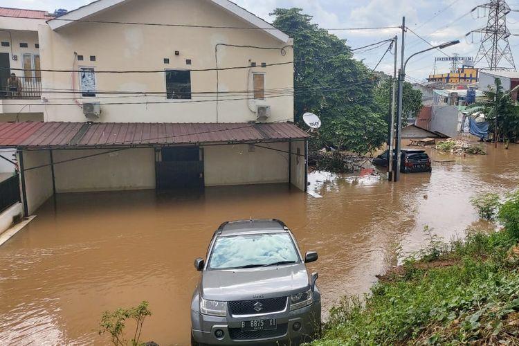 Banjir di RW 03 Kelurahan Cipinang Melayu, Kecamatan Makasar, Jaktim, Selasa (25/2/2020).