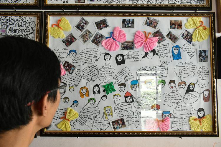 Anak-Anak pejuang kanker tengah berkumpul bersama di tengah ruangan di Rumah Cinta Anak Kanker.
