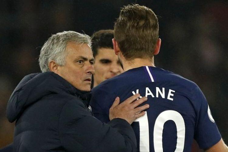 Jose Mourinho bersama Harry Kane.