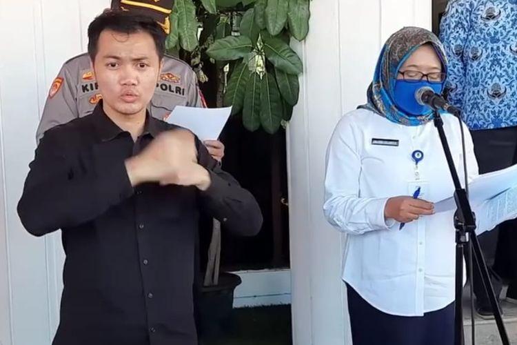 Kepala Dinas Kesehatan, Andi Sri Juliarty (putih) saat memberi keterangan pers di Balikpapan, Rabu (17/6/2020).