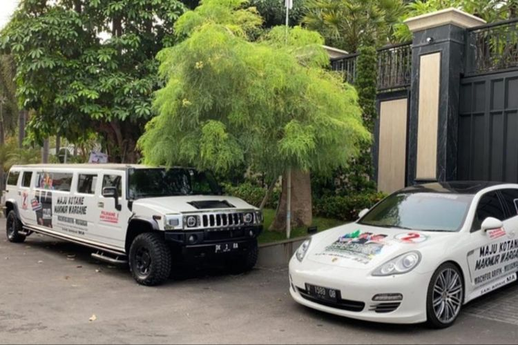 2 mobil mewah yang dibranding gambar pasangan calon wali kota Surabaya Machfud Arifin - Mujiaman.