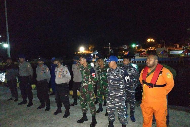 Tim SAR gabungan menggelar apel persiapan  di Pelabuhan Tual untuk melanjutkan pencarian 10 penumpang speedboat yang hilang di peraiaran Maluku Tenggara, Kamis (4/6/20920)
