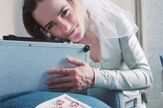 Wanita Ini Menikah dengan Koper Logam yang Diberi Nama Gideon