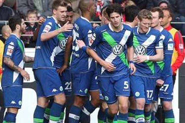 VfL Wolfsburg merayakan keberhasilan mencetak gol ke gawang Mainz.
