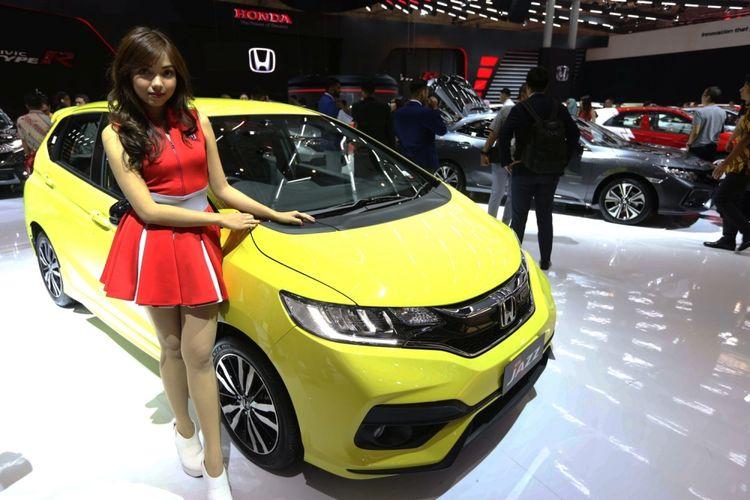 Honda Jazz dipamerkan pada acara Gaikindo Indonesia International Auto Show (GIIAS) 2017 di Indonesia Convention Exhibition (ICE), BSD City, Tangerang, Banten, Kamis (10/8/2017). GIIAS 2017 akan berlangsung hingga 20 Agustus 2017