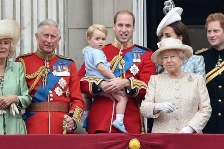 Pose terbaru keluarga Kerajaan Inggris di atas balkon Buckhingham Palace terbaru.