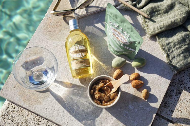 Almond shower oil dan muesli scrub LOccitane