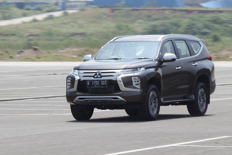 Mitsubishi New Pajero Sport Dakar Ultimate 4x2. Pembaruan SUV ini hadir dengan fitur-fitur canggih