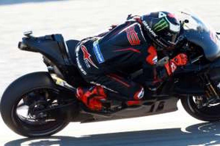 Jorge Lorenzo di atas Ducati Desmosidici GP16.