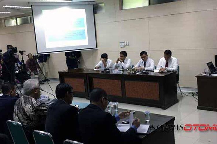 Sidang pembacaan putusan Komisi Pengawas Persaingan Usaha (KPPU) di Jakarta, Senin (20/2/2017). Ya,aha dan Honda telah terbukti sah menurut majelis komisi melakukan ketetapan harga skutik 110cc dan 125cc.