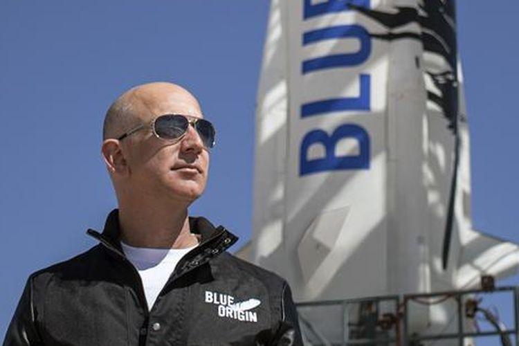 Foto Jeff Bezos saat memantau uji coba roket New Shepard.