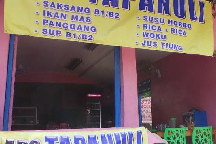 Sebuah warung lapo yang menjual masakan dari daging anjing konsumsi di Cililitan, Jakarta Timur. Rabu (30/9/2015).