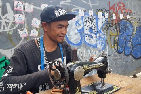 Kisah Para Penjahit Keliling Mencari Rupiah di Perumahan Elite Meruya...
