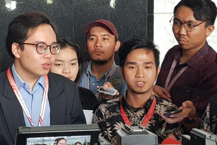 Kuasa hukum pemohon uji materi revisi UU KPK Zico Leonard usai menghadiri sidang perdana uji materi revisi UU KPK di Mahkamah Konstitusi, Senin (30/9/2019).