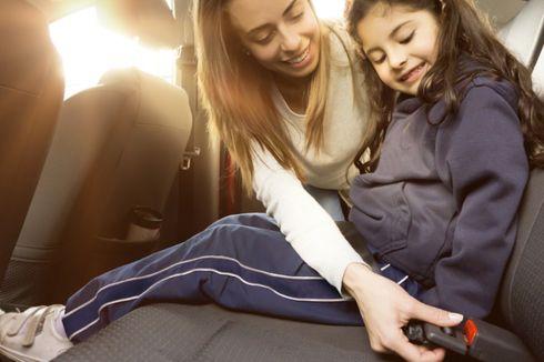 Begini Tips Aman Bagi Ibu Muda yang Bawa Anak Saat Berkendara