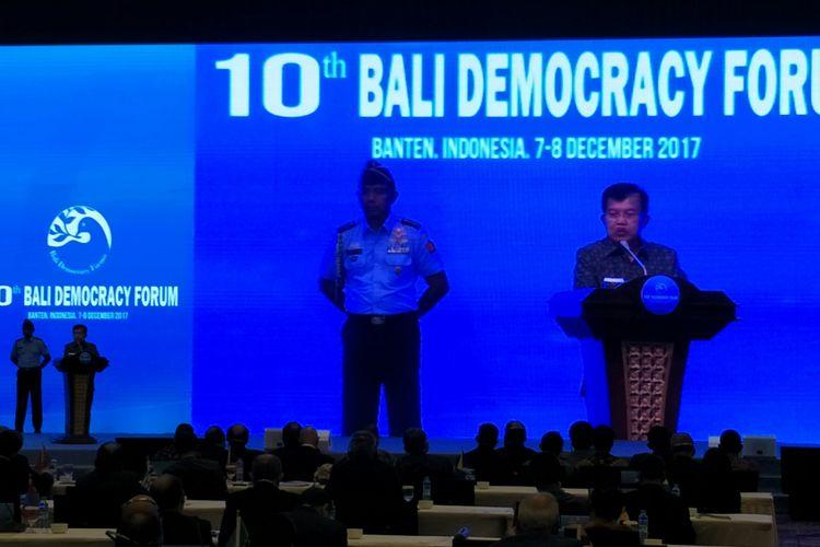 Wakil Presiden Jusuf Kalla membuka penyelenggaraan Bali Democracy Forum (BDF) ke-10 di Serpong, Tangerang, Banten. Kegiatan tersebut berlangsung pada 7-8 Desember 2017 di Indonesia Convention Exhibition (ICE), BSD City, Serpong, Tangerang, Banten, Kamis (7/12/2017).