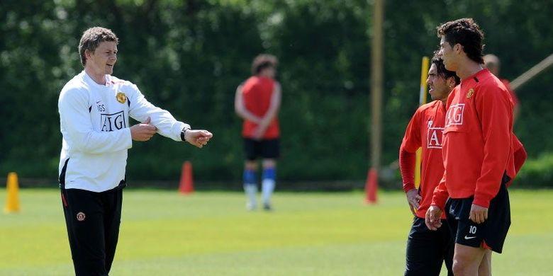 Ole Gunnar Solskjaer saat mengemban jabatan sebagai pelatih pemain depan Manchester United (2007).