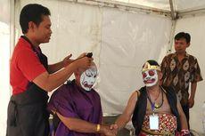 Ungkapkan Syukur Presiden Jokowi Dilantik, Relawan Cukur Gundul Massal