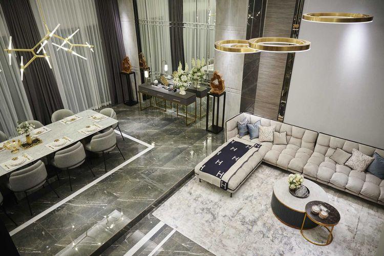Marmer abu-abu untuk lantai rumah mewah karya Studio Kuskus