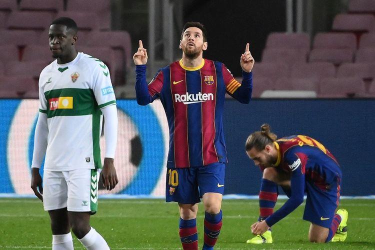 Lionel Messi merayakan golnya dalam pertandingan Barcelona vs Elche pada laga tunda pekan pertama Liga Spanyol 2020-2021 di Stadion Camp Nou, Kamis (25/2/2021) dini hari WIB.