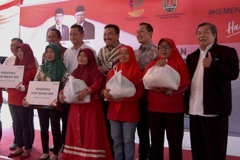 Masyarakat Kota Semarang Terima Bantuan Sembako dari Kemensos