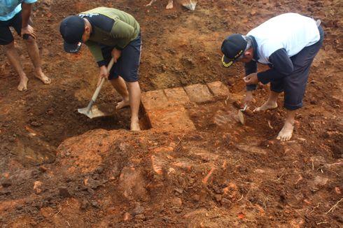 Struktur Bangunan Baru Ditemukan saat Ekskavasi Situs di Tol Pandaan-Malang