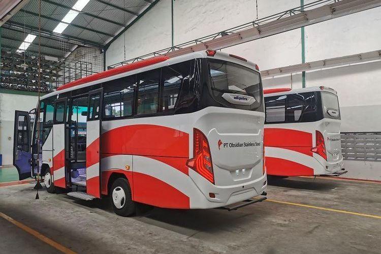 Bus karyawan tambang PT OSS