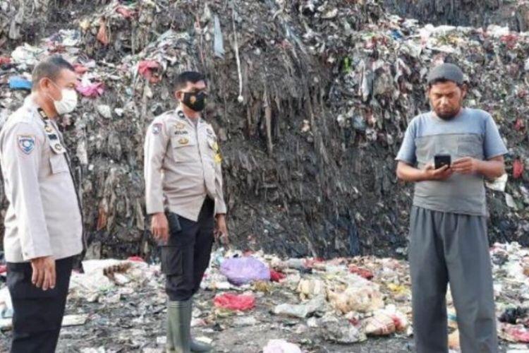 Aparat Polsekta Manggala melakukan penyelidikan di lokasi longsor di TPA Antang yang menewaskan seorang nenek pemulung,