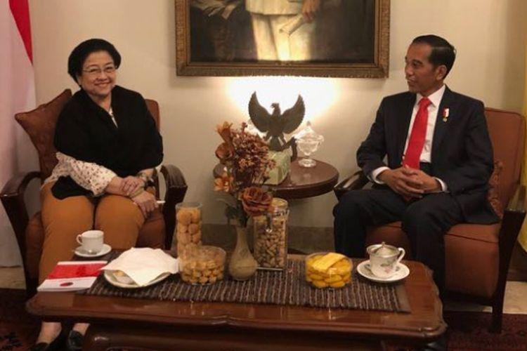 Presiden Joko Widodo dan Ketua Umum PDI Perjuangan Megawati Soekarnoputri melakukan pertemuan di Istana Batu Tulis, Bogor, Jawa Barat, Selasa (20/2/2018) malam.