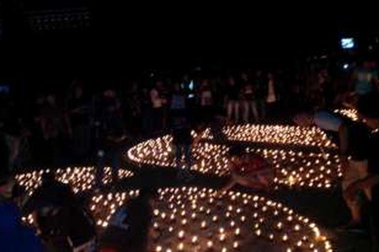 Suasana selebrasi Earth Hour yang diselenggarakan di halaman Masjid Raya Mujahidin, Pontianak, Kalbar (19/3/2016)