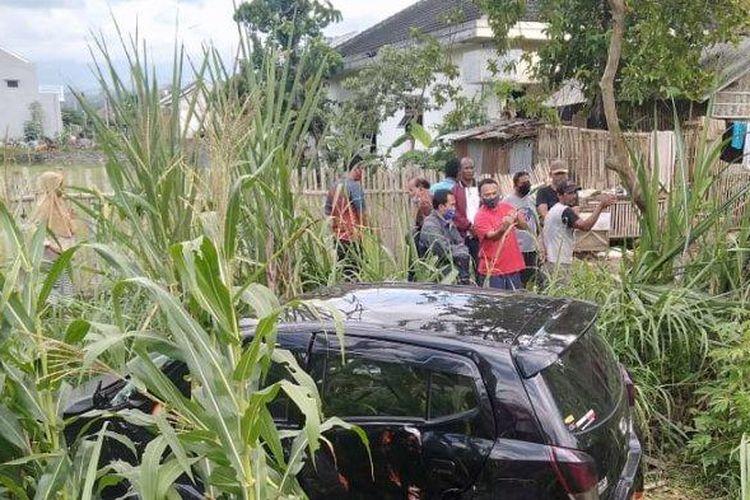 Mobil yang ditabrak KA Sritanjung rute Ketapang - Lempuyangan Yogyakarta