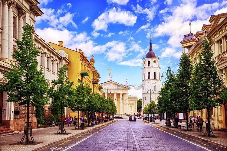 Ilustrasi Lithuania - Gediminas Avenue di Vilnius, Lithuania.