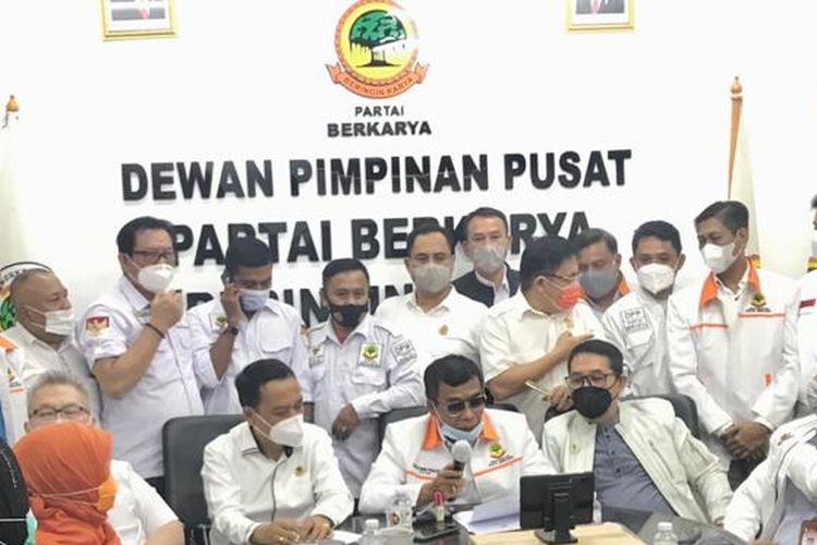 Ketua Umum Partai Berkarya Muchdi Pr membacakan pernyataan sikap terkait putusan PTUN Jakarta yang mengabulkan gugatan Tommy Soeharto, Rabu (17/2/2021).
