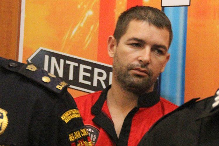 Mataram, kompas Com WNA asal Prancis Dorfin Felix (35) dilaporkan berniat ingin bunuh diri paska tertangkap vawa 2. 477,95 gram narkotika  ke Lombok, dia terancam hukuman 20  tahun penjara.