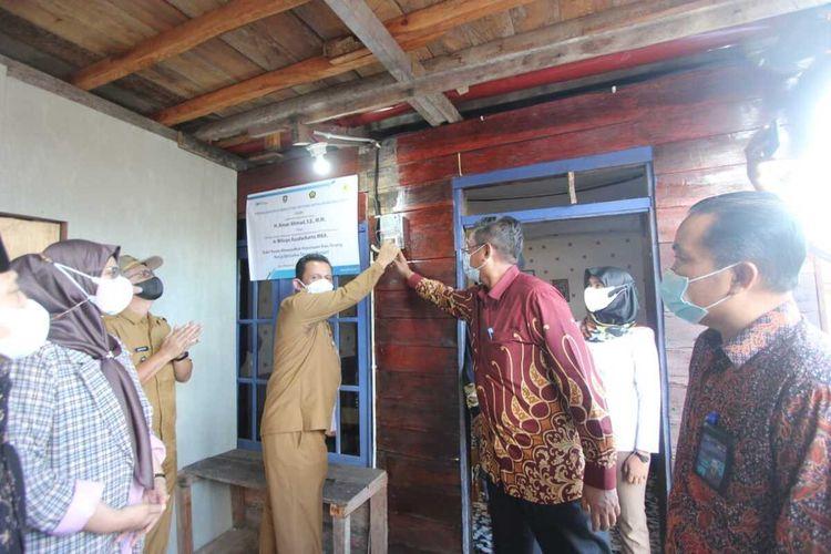 Peresmian pengaliran listrik di sebelas desa di tiga kabupaten di Provinsi Kepri, Senin (14/6/2021).