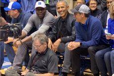 Nonton Basket, Barack Obama Pakai Sneakers Rp 1,33 Juta