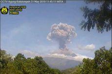 Gunung Agung Meletus, Kolom Abu Capai 1 Kilometer