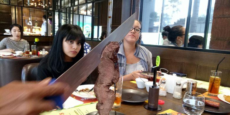 Penyajian daging ala Brazil, Churrasco yang ada di Tucanos Resto.