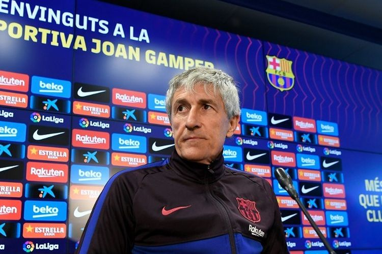 Pelatih baru Barcelona, Quique Setien, mengadakan konferensi pers di tempat latihan Joan Gamper Sports City di Sant Joan Despi