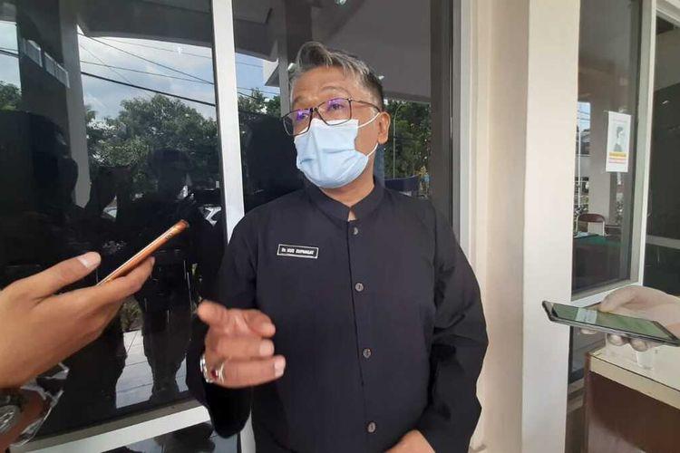 Kepala Dinas Kesehatan Kota Tasikmalaya, Uus Supangat, sedang diwawancara wartawan di kantornya, Selasa (6/10/2020).