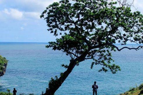 Menikmati Birunya Laut Lepas Tanjung Kesirat