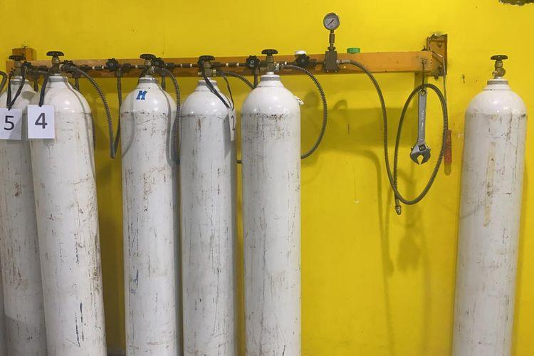 Salah satu depot pengisian tabung oksigen di Matraman, Jakarta Timur, yakni Fauzi Medical, menerapkan sistem pembayaran secara suka rela.