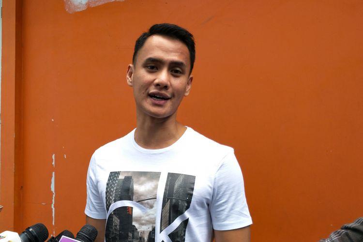 Pembawa acara Choki Sitohang dalam sesi wawancara di kawasan Tendean, Jakarta Selatan, Jumat (19/1/2018).